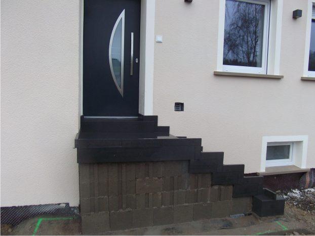 blockstufentreppe aus eifel basaltlava natursteine. Black Bedroom Furniture Sets. Home Design Ideas