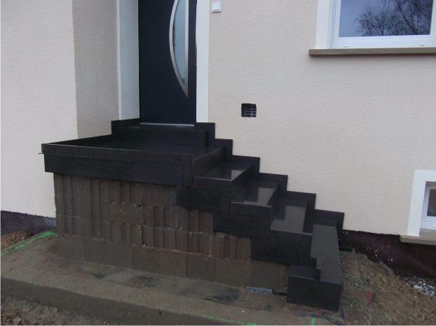 blockstufentreppe aus eifel basaltlava natursteine mulbach gmbh. Black Bedroom Furniture Sets. Home Design Ideas