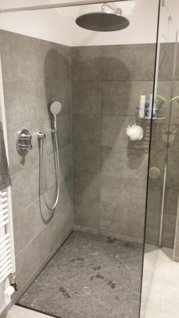 bodenebene dusche mit naturstein von natursteine mulbach - Naturstein Dusche Bad 2